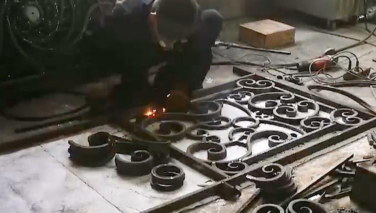 GLADMAN IRON DOORS | The production process - Welding